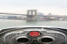 Wandbilder New York Wandbilder  Münzfernrohr und im Hintergrund die Brooklyn Bridge in New York