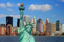 Wandbilder New York Wandbilder  Die Freiheitsstatue vor der Manhattan Skyline New York